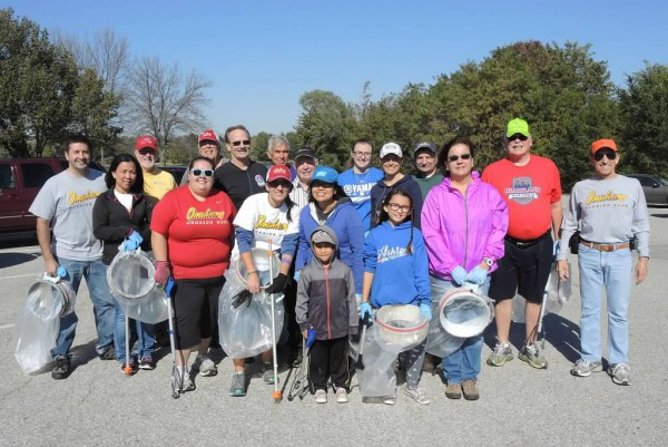 Omaha Running Club volunteers help clean up Omaha running trails